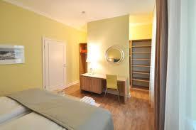 Schlafzimmer Begehbarer Kleiderschrank Familienfreundliche Ferienwohnung Kühlungsborn Ost Strand