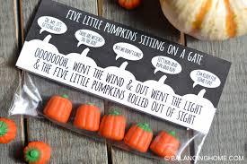 Pretzel Bags For Favors Five Little Pumpkins Sitting On A Gate Halloween Printable