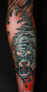 lucky cat tattoo by chris crooks u2014 the world of kitsch