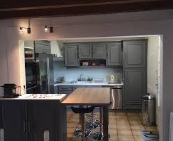 cuisine bois peint cuisine en bois repeinte en gris argileo