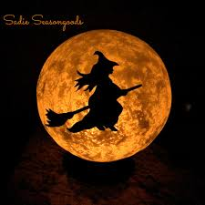 40 quick and easy diy halloween decorations halloween moon diy