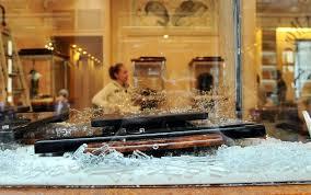 rapina in rapina in una gioielleria di via della spiga foto sky tg24