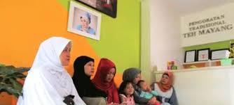 Teh Mayang care kepada pasien yang membutuhkan klinik teh mayang beri diskon