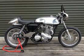 video norton commando cafe racer sp vs triumph thruxton mcn