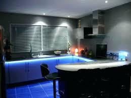 eclairage led cuisine plan de travail eclairage led cuisine supports des rubans de led et du plafond