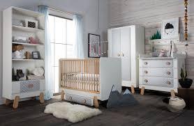 chambre de bébé gris et blanc design interieur decoration chambre bebe lambris mural bois