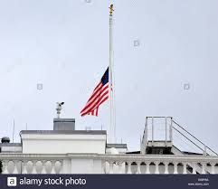 When Should The American Flag Be Flown At Half Mast The American Flag That Flies Over The White House In Washington