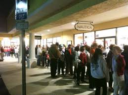 hundreds take advantage of early black friday sales at tanger outlet