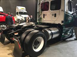 the shape of trucks to come volvo trucks unveiled new vnl series freightliner unveils revamped redesigned 2018 cascadia