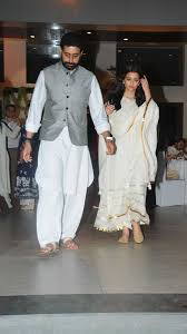 aishwarya abhishek u0026 the bachchans host a dinner in honor of