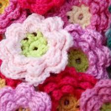 Tiny Flower Crochet Pattern - 10 beautiful crochet flowers to make skip to my lou
