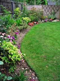 What Kind Of Mulch For Vegetable Garden by Use Edging To Keep Weeds And Lawn Away From Flower Beds Hgtv