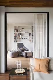 Wohnzimmer Hell Und Modern Sandfarben Weiß Und Eichenholz Moderne Lichtdurchflutete Wohnung
