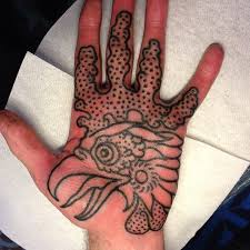 die besten 25 hand palm tattoos ideen auf pinterest einfaches