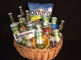 liquor gift baskets 1463e4049c1110093d74c5973b6304aa jpg 736 552 arts crafts