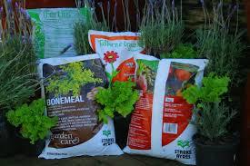 Fertilizer For Flowering Shrubs - garden fertilizer home outdoor decoration