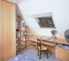 bureau sous pente bureau sous les combles pour enfant