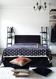 le de chevet chambre du petit mobilier détourné en table de chevet