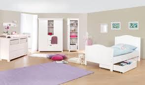 chambre des enfants chambre d enfant avec commode large en massif lasurée blanc