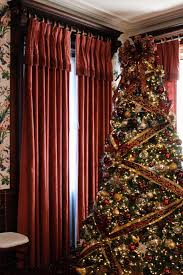 christmas in salem house tour new england today the beautiful tree that greeted you upon entering the andrew safford home the safford