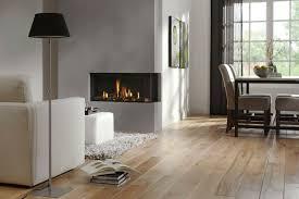 designer kamin farbideen fürs wohnzimmer akzentwand grau parkett hellbraun kamin