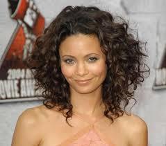 medium wavy hairstyles for black women