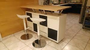 fabriquer une table bar de cuisine bar cuisine rangement sacparation cuisine salon fabriquer un bar