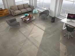 Wohnzimmer Einrichten Grauer Boden übergroße Grauer Travertin Fliesen Böden Setzt Ein Sehr Modernes