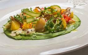 fond blanc cuisine carpaccio de crevettes avec sauce agrume sur un fond blanc cuisine