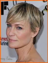 2018 popular short hairstyles for women over 40 with fine hair