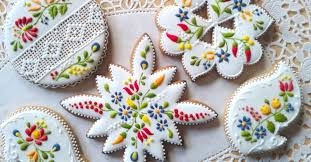 judit czinkné poór she decorates these cookies using nothing but icing the results are