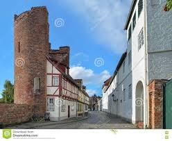 Haus Deutschland Halbturm Haus Auf Der Straße Ein Der Mauer In Lübeck Deutschland