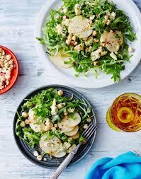 cuisiner du radis noir salade de roquette fourme d ambert poires et noisettes 30 minutes