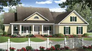 country house design style of picturesque and rustic simplicity