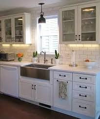 kitchen cabinets with bronze hardware what countertops floors and backsplashes complement white