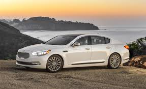 build a kia kia k900 reviews kia k900 price photos and specs car and driver