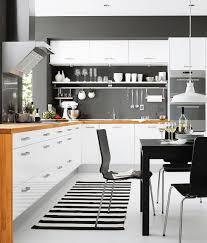küche putzen ideen hochglanz kuche weiss putzen mit holzarbeitsplatte holz