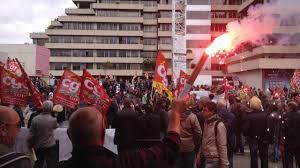 siege du medef loi travail plusieurs milliers de manifestants devant le siège