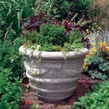 love the chunkiness of this planter also that it has feel on it