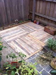 Design A Patio Best 25 Pallet Patio Decks Ideas On Pinterest Wooden Patios