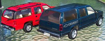 matchbox chevy suburban two lane desktop suburban vs suburban welly 1 24 vs sunnyside 1 24