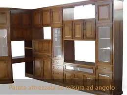 mobile ad angolo soggiorno produzione pareti attrezzate librerie classiche su misura mobile