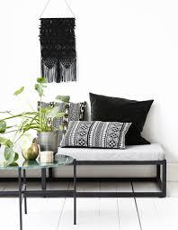 deco scandinave en ligne le noir u0026blanc s u0027invite au salon elle décoration