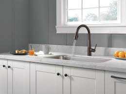 delta essa single handle pull down standard kitchen faucet