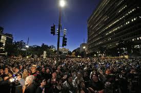 Batman Lights Bat Signal To Glow At L A City Hall In Honor Of U0027batman U0027 Actor