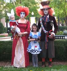 Simpsons Family Halloween Costumes by Top Ten Tuesday Family Themed Halloween Costumes First Time
