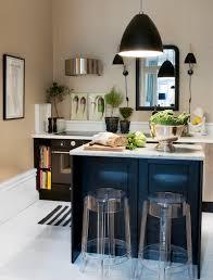cuisine bleue et blanche un meuble bleu dans vos cuisines toutes blanches