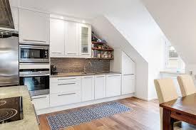 küche in dachschräge 55 dachschräge ideen möbel geschickt im raum platzieren