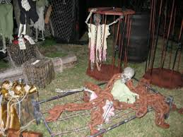 Halloween Yard Decorations Tricked Out Halloween Yards The Show Must Go On