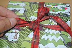 how to find alternative wrapping ideas for christmas gifts